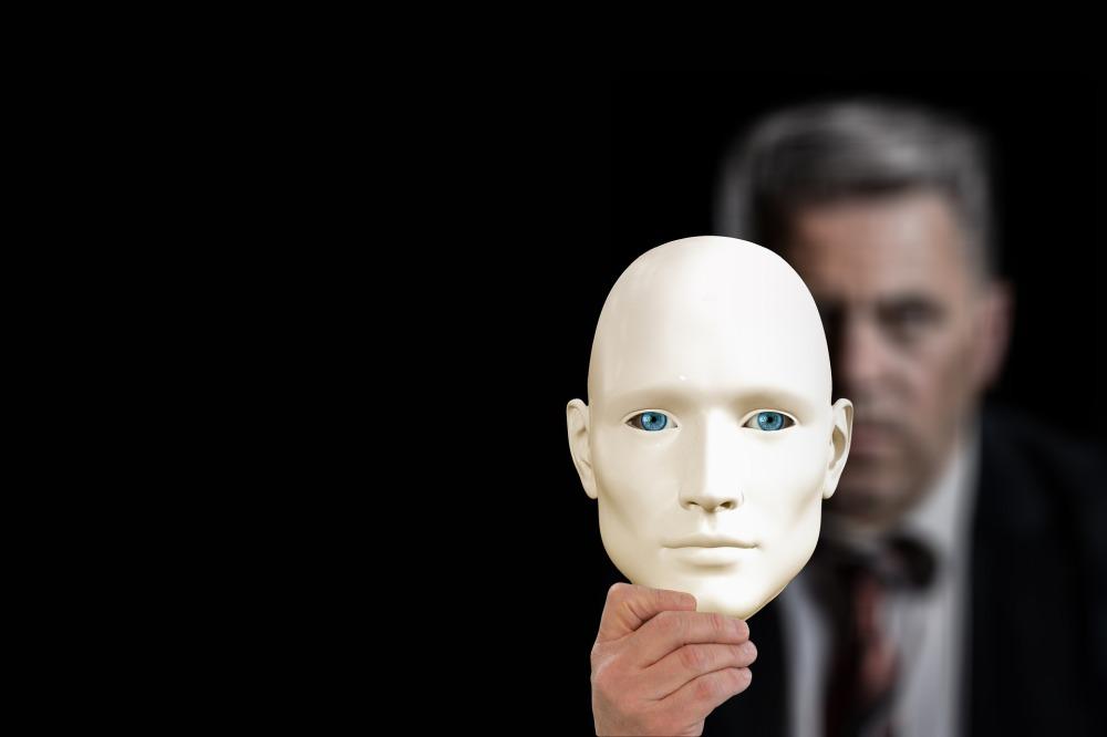 маски-човек-с-маска-биоробот-човекът-зад-маската-мъж-бизнесмен-държи-бяла-маска-със-сини-очи