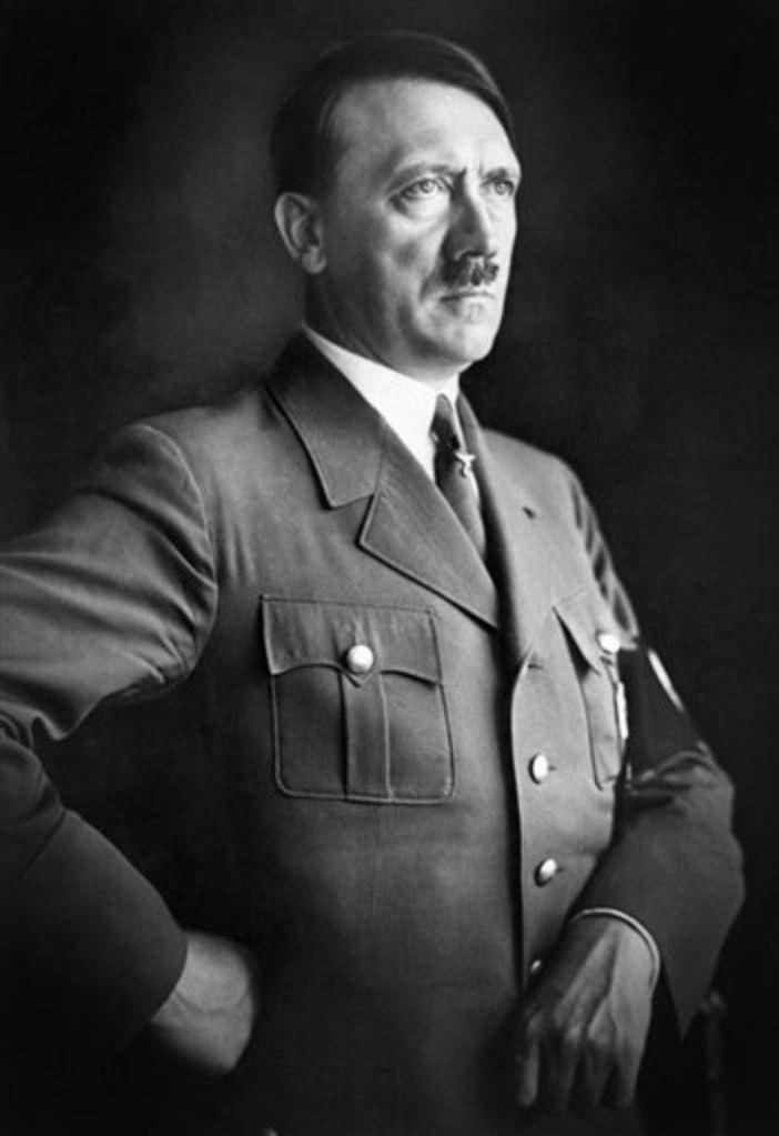 Адолф Хитлер, оратор, речи пред публика, формиране на общественото мнение, харизма, харизматичен лидер