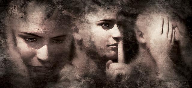 три човешки лица в черно и бяло, едното е със запушени уши, второто е със запушена уста, третото е със затворени очи